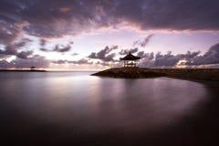 Балийский пляж на восходе солнца Стоковые Изображения RF