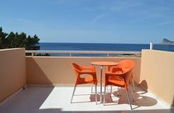 Балкон гостиницы с красивым видом на море Стоковые Изображения