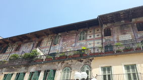 Балкон с старыми paintures в delle Erbe аркады, Вероне Стоковое Изображение
