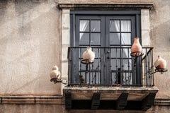 Балкон с украшениями гончарни Стоковая Фотография RF