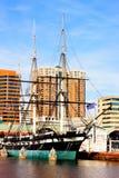 Балтимор, США - 31-ое января 2014: U S S Созвездие в внутренней гавани 31-ого января 2014 в Балтиморе, США Стоковые Фото