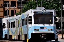 Балтимор, MD:  Поезд рельса света MTA Стоковая Фотография RF