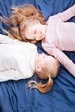 Бдительные сестры смотря один другого Стоковое Фото
