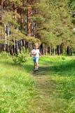 Бега молодые мальчика Стоковые Фотографии RF