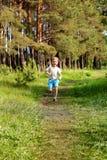 Бега молодые мальчика Стоковая Фотография