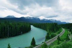 бега реки до конца Стоковые Изображения