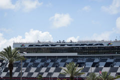 Беговая дорожка Daytona 500 на солнечный день в лете Стоковая Фотография