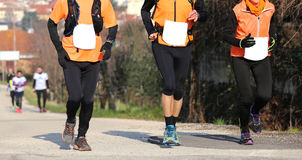 3 бегуна, который побежали на дороге асфальта outdoors Стоковое Изображение RF