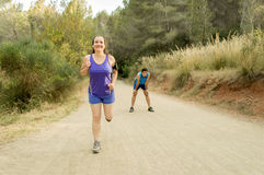Бегуны тренируя в горе Стоковая Фотография RF
