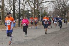 Бегуны участвуя на Michelob УЛЬТРА Нью-Йорке 13 1 бег марафона Стоковое фото RF