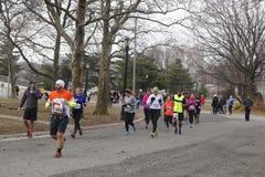 Бегуны участвуя на Michelob УЛЬТРА Нью-Йорке 13 1 бег марафона Стоковые Изображения RF