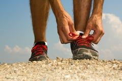 Бегун связывая шнурки Стоковое Фото