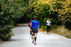 Бег 2 бегунов спортсменов молодых человеков Стоковые Изображения
