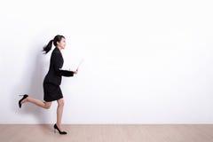 Бег бизнес-леди стоковое изображение rf