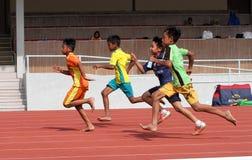 бег в 100 метров Стоковые Фотографии RF