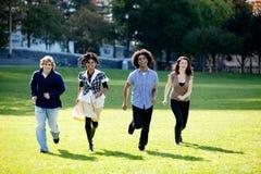 бег людей группы Стоковое Фото