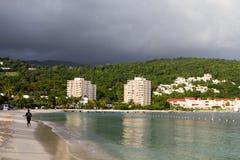 бег рассвета пляжа стоковая фотография