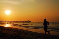 Бег утра на береге Стоковая Фотография RF