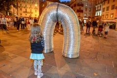Бедлам Oz комедийных актеров на фестивале Buskers в Лугано, Швейцарии стоковые фотографии rf
