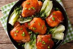 Бедренные кости жареной курицы с концом-вверх choy и зеленых луков bok Ho Стоковые Фотографии RF