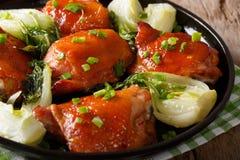 Бедренные кости жареной курицы с концом-вверх choy и зеленых луков bok Ho Стоковое Изображение RF