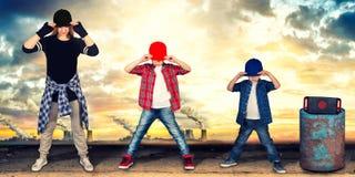 Бедр-хмель танца матери и 2 сынов уклад жизни урбанский поколение Бедр-хмеля стоковые изображения