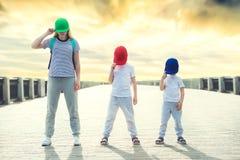 Бедр-хмель танца матери и 2 сынов E поколение Бедр-хмеля стоковое изображение rf