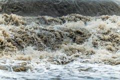 Бедствие воды волны потока стоковая фотография