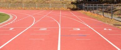 бежать атлетических стадион линии Спорт стоковые фото