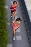 Бежать женщин фитнеса стоковая фотография