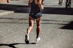 Бежать спортсменов женщин вид сзади влажный Стоковые Фотографии RF