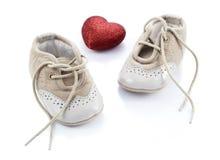 Бежевые ботинки для детей Стоковое Изображение