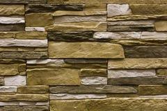 Бежевый естественный каменный фасад, стена кроет текстуру черепицей Стоковое Изображение