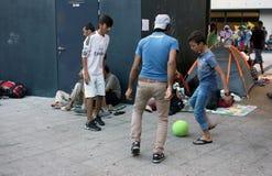 Беженцы в Будапеште, Венгрии стоковые фото