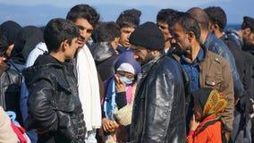 Беженцы на греческом береге Стоковое Изображение RF