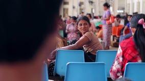 Беженцы на станции сток-видео