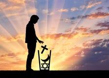 Безбожник человека бросает все вероисповедания в погани Стоковая Фотография