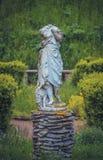 Безглавая статуя с овцы в саде Стоковое Фото
