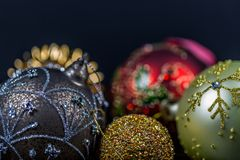 Безделушки рождества на черной предпосылке конец вверх Стоковое фото RF