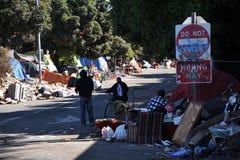 Бездомные как Калифорнии располагается лагерем 2 стоковое изображение rf