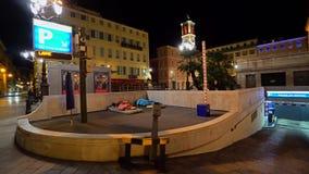 Бездомные как спит на славном городе в Франции видеоматериал