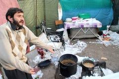бездомный живущий снежок людей вниз Стоковое Фото