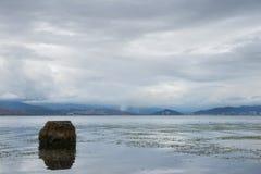 безмолвие места природы ландшафта озера рыболова красотки Стоковые Фото