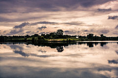 безмолвие места природы ландшафта озера рыболова красотки Стоковое фото RF