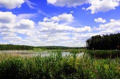 безмолвие места природы ландшафта озера рыболова красотки Стоковая Фотография