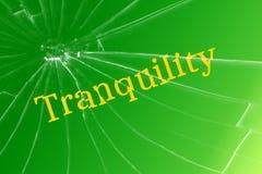 Безмятежность текста на сломленном стекле Разлад или мешая концепция стоковая фотография rf