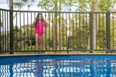 Безопасность бассейна - девушка вне загородки стоковые фотографии rf
