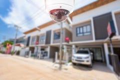 Безопасность камеры дома городка CCTV работая на доме Стоковые Фото