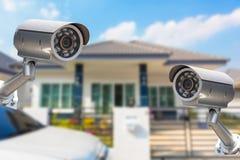 Безопасность камеры дома CCTV работая на доме Стоковое Фото