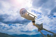 Безопасность камеры CCTV внешняя на небе Стоковые Фотографии RF